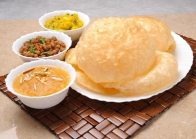 Halwa Puri Aur Channay Ka Salan